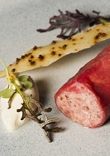 Steak tartare met mosterdgarnituur